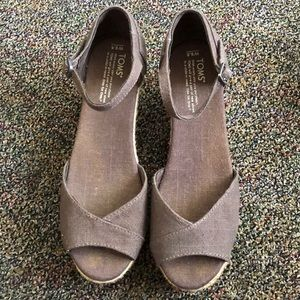 Toms wedges size 9.5 in dark grey.